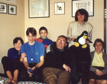 Rodina Peltanova: zleva Adéla, Petr, Libor, Jiří, objevitelka Jana Tichá (roz. Peltanová), Marie Peltanová.<BR> <I>Foto: Miloš Tichý </i>